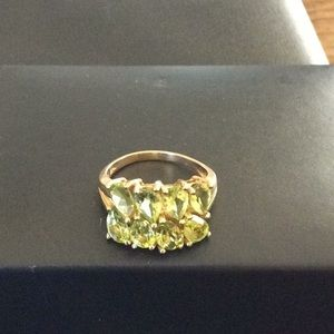 Vintage 14k yellow gold peridot ring